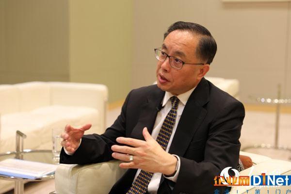 香港创新与科技局局长杨伟雄接受人民网采访 贾文婷摄影