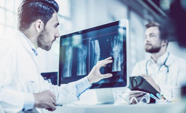 在医疗IT行业,人工智能投资的最低要求是什么?