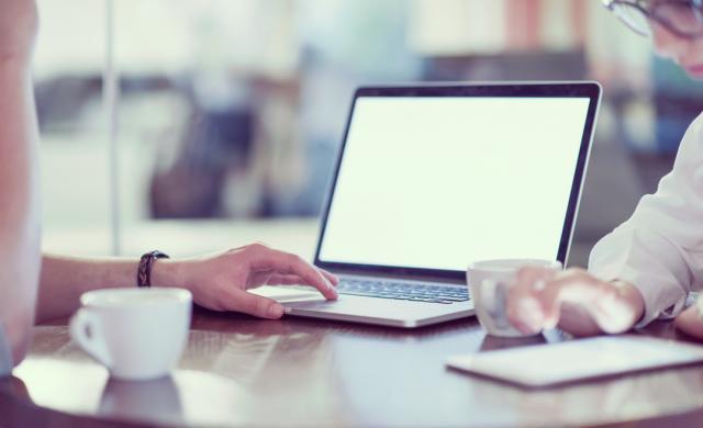 如何选择适用于混合工作的个人视频会议端点